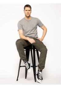 Calvin Klein T-Shirt Chest Logo K10K104062 Szary Regular Fit. Kolor: szary