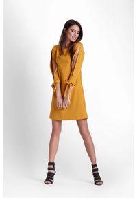 IVON - Musztardowa Trapezowa Sukienka z Rozciętymi Rękawami. Kolor: żółty. Materiał: poliester, elastan. Typ sukienki: trapezowe