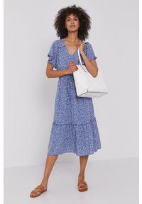 GAP - Sukienka. Okazja: na co dzień. Kolor: niebieski. Materiał: tkanina. Długość rękawa: krótki rękaw. Typ sukienki: proste. Styl: casual