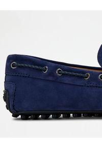 TOD'S - Niebieskie zamszowe mokasyny. Nosek buta: okrągły. Kolor: niebieski. Materiał: zamsz #4