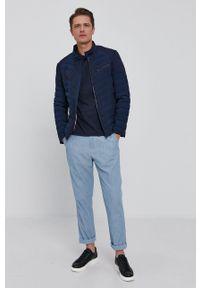 Guess - T-shirt. Okazja: na co dzień. Kolor: niebieski. Materiał: bawełna, dzianina. Styl: casual