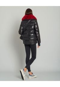 MONCLER - Czarna kurtka z futrem. Kolor: czarny. Materiał: futro. Wzór: gładki. Sezon: zima #7