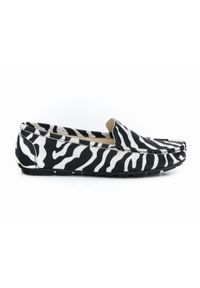 Zapato - mokasyny damskie z motywem zebry - skóra naturalna - model 001 – kolor zebra. Zapięcie: bez zapięcia. Materiał: skóra. Wzór: motyw zwierzęcy. Sezon: lato, wiosna. Obcas: na obcasie. Styl: klasyczny. Wysokość obcasa: niski