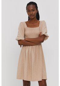 Vero Moda - Sukienka. Kolor: beżowy. Materiał: dzianina, bawełna. Długość rękawa: krótki rękaw. Typ sukienki: rozkloszowane