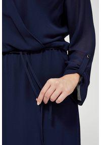 Niebieska sukienka MOODO z kopertowym dekoltem, kopertowa