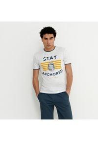House - Koszulka z nadrukiem Stay Anchored - Kremowy. Kolor: kremowy. Wzór: nadruk
