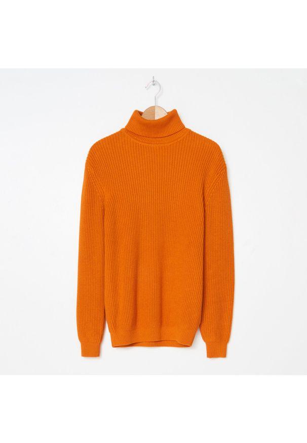 Pomarańczowy sweter House z golfem