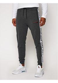 Szare spodnie dresowe Guess