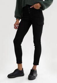 Czarne spodnie skinny Born2be z podwyższonym stanem