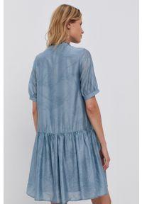 Y.A.S - Sukienka. Okazja: na co dzień. Typ kołnierza: kołnierzyk stójkowy. Kolor: niebieski. Materiał: tkanina. Długość rękawa: krótki rękaw. Wzór: gładki. Typ sukienki: proste. Styl: casual