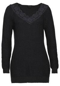 Czarny sweter bonprix w koronkowe wzory