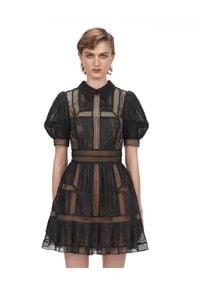 SELF PORTRAIT - Koronkowa sukienka mini. Kolor: czarny. Materiał: koronka. Wzór: aplikacja, koronka. Styl: klasyczny, elegancki. Długość: mini