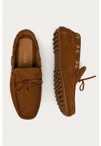 Trussardi Jeans - Mokasyny zamszowe. Nosek buta: okrągły. Kolor: brązowy. Materiał: zamsz