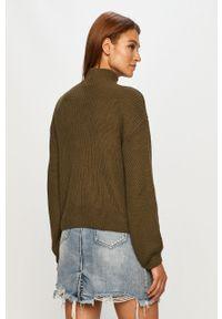 Oliwkowy sweter Noisy may z golfem