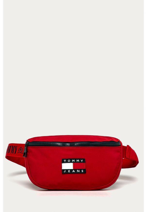 Czerwona nerka Tommy Jeans z aplikacjami