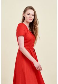 Marie Zélie - Sukienka Rosa lniana czerwona. Typ kołnierza: kokarda. Kolor: czerwony. Materiał: len. Długość rękawa: krótki rękaw. Długość: midi