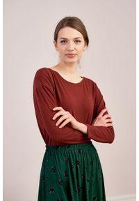 Marie Zélie - Bluzka Dioniza ceglasta. Okazja: na co dzień. Kolor: czerwony. Materiał: tkanina, dzianina, elastan, wiskoza, materiał. Długość rękawa: długi rękaw. Długość: długie. Wzór: nadruk. Sezon: jesień, zima. Styl: casual