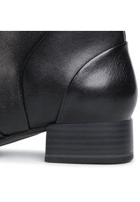 Czarne botki Tamaris na obcasie, na średnim obcasie, z cholewką