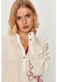 Biała bluzka Desigual casualowa, z aplikacjami, na co dzień, długa