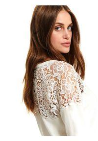 Biały sweter TOP SECRET na co dzień, w koronkowe wzory