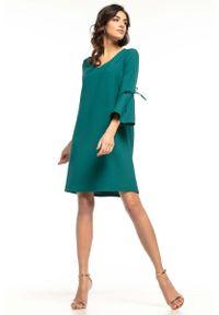 Tessita - Szmaragdowa Wizytowa Luźna Sukienka z Kloszowanym Rękawem. Kolor: zielony. Materiał: poliester, elastan. Styl: wizytowy