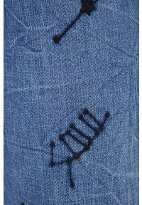 Desigual - Jeansy bawełniane. Kolor: niebieski. Wzór: haft