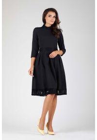Nommo - Czarna Wizytowa Rozkloszowana Sukienka z Koronką. Kolor: czarny. Materiał: koronka. Wzór: koronka. Styl: wizytowy