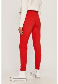 Czerwone spodnie dresowe Calvin Klein Jeans z nadrukiem