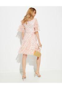 NEEDLE & THREAD - Sukienka mini Aurelia. Kolor: różowy, fioletowy, wielokolorowy. Materiał: szyfon, materiał. Wzór: aplikacja. Typ sukienki: rozkloszowane. Długość: mini