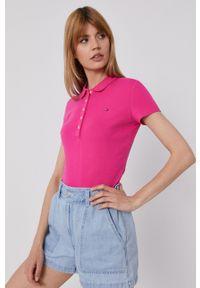 TOMMY HILFIGER - Tommy Hilfiger - T-shirt. Okazja: na co dzień. Kolor: różowy. Materiał: dzianina. Długość: krótkie. Wzór: gładki, aplikacja. Styl: casual