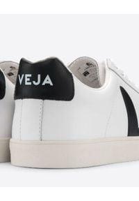Veja - VEJA - Sneakersy ze skóry Esplar. Okazja: na spacer, do pracy. Kolor: biały. Materiał: skóra. Szerokość cholewki: normalna. Wzór: aplikacja. Sport: turystyka piesza