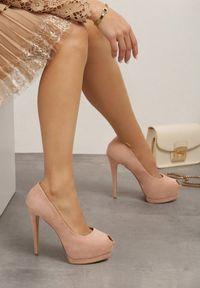 Born2be - Różowe Szpilki Speedway. Okazja: na imprezę. Nosek buta: otwarty. Zapięcie: bez zapięcia. Kolor: różowy. Szerokość cholewki: normalna. Materiał: zamsz, materiał. Obcas: na szpilce. Styl: wizytowy. Wysokość obcasa: wysoki
