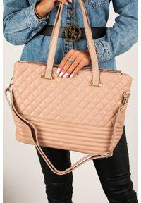 Casu - Beżowa torebka pikowana casu ac-8. Kolor: beżowy. Materiał: pikowane