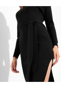 Elisabetta Franchi - ELISABETTA FRANCHI - Czarna sukienka z rozcięciem. Typ kołnierza: golf. Kolor: czarny. Materiał: dzianina. Długość rękawa: długi rękaw. Typ sukienki: dopasowane. Długość: midi