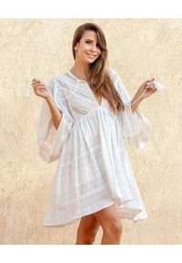 SCARLETT POPPIES - Biała sukienka mini z haftem. Kolor: biały. Wzór: haft. Typ sukienki: asymetryczne. Długość: mini
