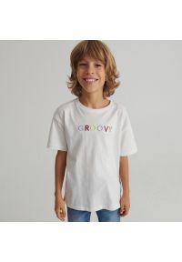 Reserved - Bawełniany T-shirt z haftem - Kremowy. Kolor: kremowy. Materiał: bawełna. Wzór: haft