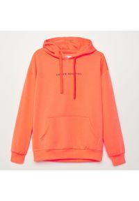 Pomarańczowa bluza Cropp z kapturem, z napisami