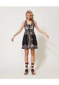 Czarna sukienka TwinSet mini, z nadrukiem, klasyczna, z dekoltem w kształcie v