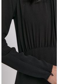 Sisley - Sukienka. Okazja: na co dzień. Kolor: czarny. Materiał: tkanina. Długość rękawa: długi rękaw. Wzór: gładki. Typ sukienki: proste. Styl: casual