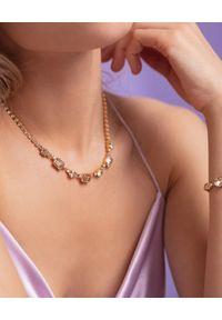 CAROLINE SVEDBOM - Złoty naszyjnik z kryształami Corinna. Materiał: złote. Kolor: złoty. Wzór: aplikacja. Kamień szlachetny: kryształ
