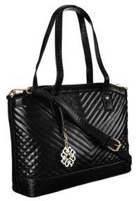 Pikowany shopper czarny Monnari BAG2420-020. Kolor: czarny. Wzór: aplikacja. Dodatki: z breloczkiem. Materiał: skórzane. Styl: elegancki