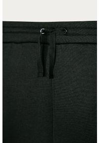 Czarne spodnie dresowe Guess Jeans z nadrukiem