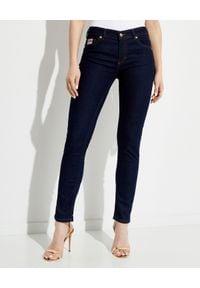 Versace Jeans Couture - VERSACE JEANS COUTURE - Jeansowe spodnie Slim. Kolor: niebieski