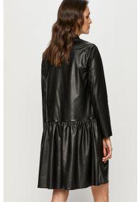 Answear Lab - Sukienka. Kolor: czarny. Materiał: skóra. Długość rękawa: długi rękaw. Typ sukienki: rozkloszowane. Styl: wakacyjny