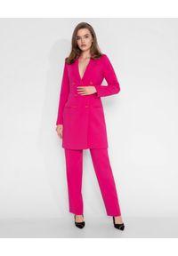 MARLU - Różowa sukienka marynarkowa. Okazja: na co dzień. Kolor: różowy, wielokolorowy, fioletowy. Materiał: tkanina, wełna. Długość rękawa: długi rękaw. Długość: długie. Styl: casual