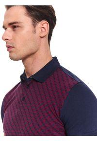 TOP SECRET - T-shirt polo z kołnierzem strukturalny. Okazja: na co dzień. Typ kołnierza: polo. Kolor: niebieski. Materiał: bawełna, dzianina. Długość rękawa: krótki rękaw. Długość: krótkie. Sezon: jesień, zima. Styl: casual