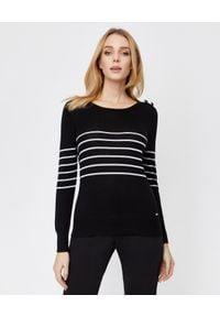 FAY - Czarny sweter z wełny. Okazja: na co dzień. Kolor: czarny. Materiał: wełna. Długość rękawa: długi rękaw. Długość: długie. Wzór: aplikacja. Sezon: jesień, zima. Styl: klasyczny, casual