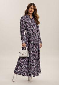Renee - Granatowo-Fioletowa Sukienka Adreabel. Kolor: niebieski. Wzór: kwiaty. Typ sukienki: koszulowe. Długość: maxi