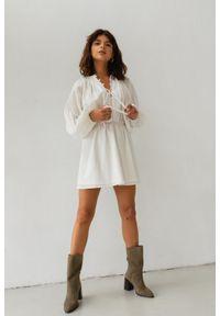 Marsala - Sukienka ze zwiewnej prążkowanej bawełny w kolorze ecru - MELBY BY MARSALA. Materiał: bawełna, prążkowany. Sezon: lato, wiosna. Styl: boho