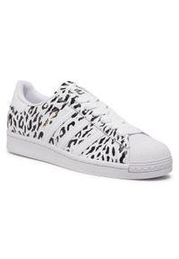 Białe półbuty casual Adidas na płaskiej podeszwie, z cholewką